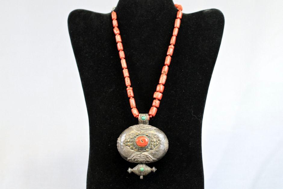 art-treasures-jewelry-from-around-the-world-17